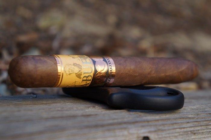 Team Cigar Review: United Cigar Abuelo Nieta